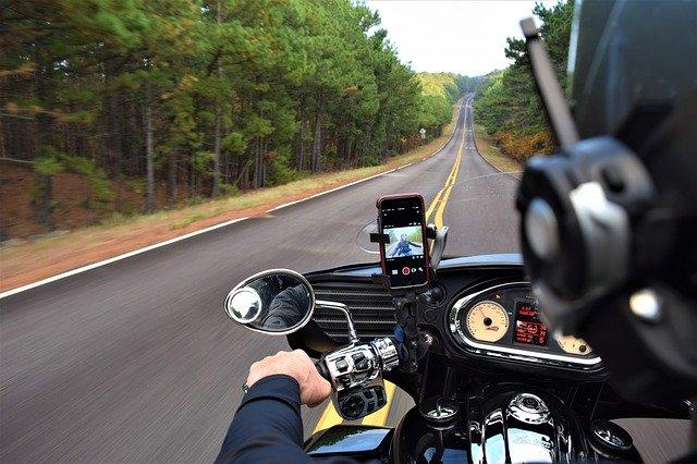 motocykl na silnici