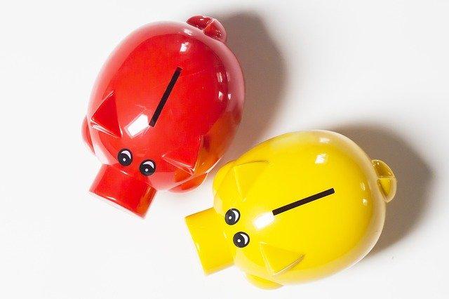 červené a žluté prasátko, pokladničky
