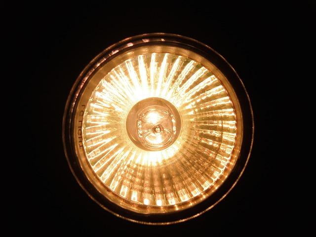 svítící halogenový reflektor